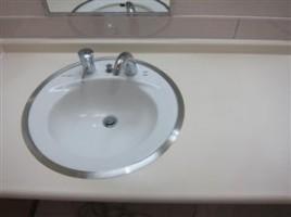 洗面台切り違い補修です