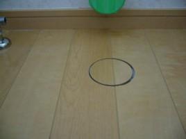 直径100mmのフローリングの穴補修