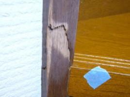 階段の笠木の傷です