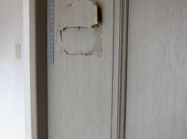 引き戸の穴