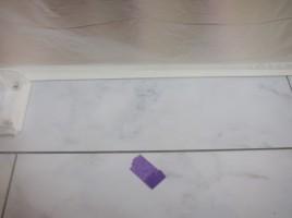 階段ホール 手すり金具のだめ穴