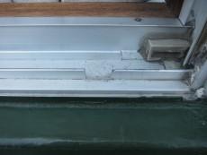サッシレールの水抜き補修