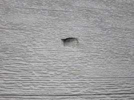 サイディングの穴