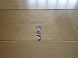 玄関フローリング傷
