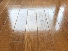 床の細かい引っかき傷