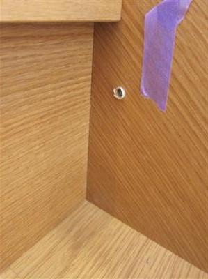 階段床鳴りを止める為に打ったビス穴補修。