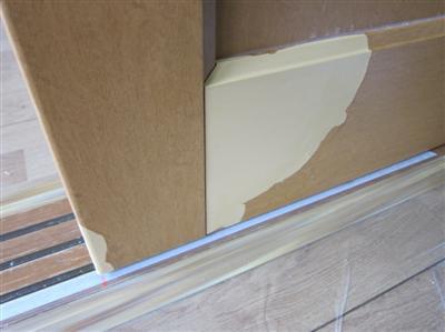 賃貸マンションのペットのオシッコによる引き戸はがれ補修