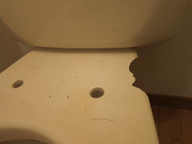 トイレのベンキ欠け補修
