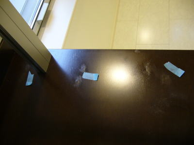 階段の踊り場のビス穴