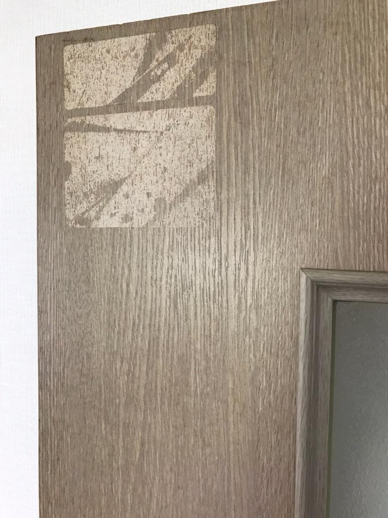 賃貸マンション建具表面材のはがれ