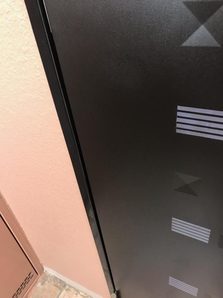 玄関扉の傷