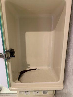 洗面台の収納の底割れ